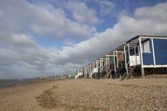 Strandkojor på den Thorpe fjärden, Essex, England fotografering för bildbyråer