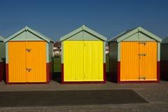 Strandkojor på Hove, Sussex, England fotografering för bildbyråer