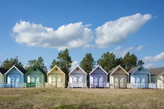 Strandkojor på västra Mersea royaltyfri foto