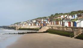 Strandkojor på Walton på Nazen, Essex, UK. Fotografering för Bildbyråer