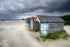 Strandkojor under en stormig himmel Royaltyfria Bilder