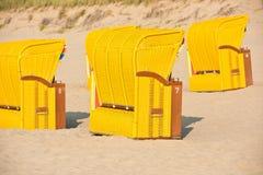 Strandkorb de chaises en osier de plage Photos libres de droits