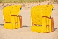 Strandkorb de chaises en osier de plage Images libres de droits
