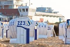 Strandkorb delle presidenze di vimini della spiaggia in Germania del Nord Fotografie Stock Libere da Diritti