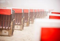 Strandkorb, Strandkoerbe, sedie di spiaggia Immagini Stock Libere da Diritti