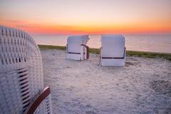 Strandkorgar på stranden av Harlesiel Fotografering för Bildbyråer