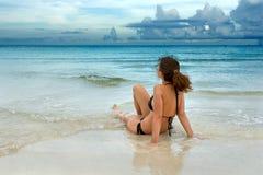 strandkvinnabarn Fotografering för Bildbyråer