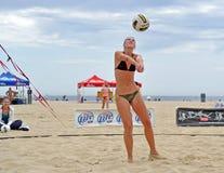 strandkvinnligjohnston rachel set volleyboll Arkivbild