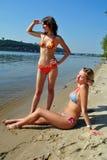 strandkvinnor Arkivfoton