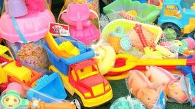 Strandleksaker som är till salu i Rumänien Royaltyfri Foto