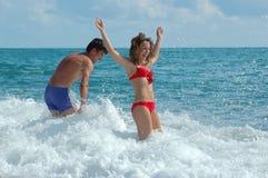 strandmankvinna Royaltyfri Foto