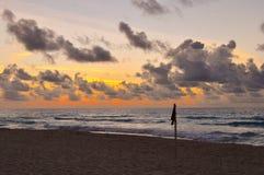 Strandmarkierung bei Sonnenaufgang Lizenzfreies Stockfoto