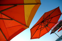 strandmexico paraplyer arkivbild