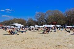 Strandmitt av staden Arkivfoton