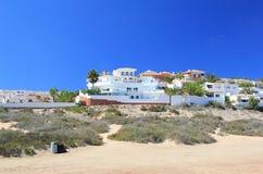 Strandnahe Feiertagsluxuslandhäuser. Stockfotos