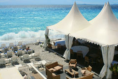 Strandnahe Gaststätte Stockfotografie