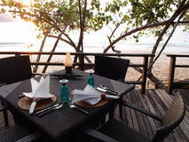 Strandnahes speisendes Rücksortierungsrestaurant im Freien Stockfotos