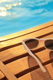 Strandobjekt vid poolsiden royaltyfri fotografi