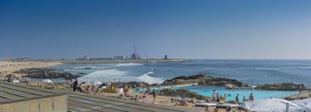 Strandpöl och kust på Leça royaltyfria foton