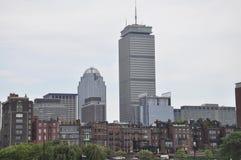 Strandpanorama med det kloka tornet från Boston i det Massachusettes tillståndet av USA Royaltyfria Foton