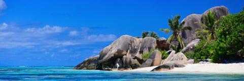 strandpanorama seychelles arkivbild
