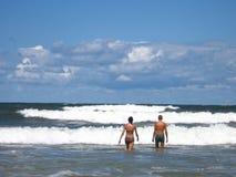 strandpar royaltyfria bilder