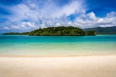Strandparadis på den tropiska ön av Okinawa Arkivfoton