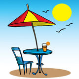 Strandparaplu, lijst, stoel en sap Stock Foto's