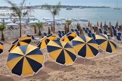 strandparaplyer Arkivfoto