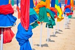 Strandparaplyer, Deauville Royaltyfri Bild