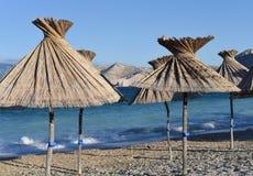 Strandparaplyer från sugrör Royaltyfria Bilder