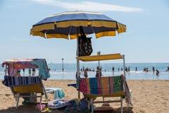 Strandplaats bij strandvakantie stock afbeeldingen