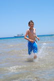 strandpojkerunning Royaltyfria Bilder