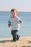 Strandportrait 01 des kleinen Jungen Stockbilder