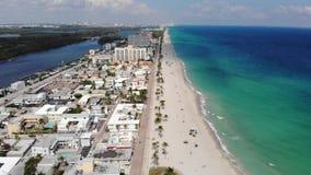 Strandpromenad för Hollywood strandhav nära Miami, Florida flyg- sikt stock video