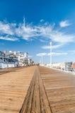 Strandpromenad i havstad Royaltyfri Bild