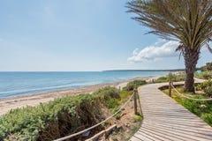 Strandpromenad på den Beso stranden Formentera arkivbilder