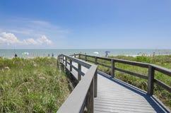Strandpromenad till den Sanibel stranden, Florida Royaltyfri Fotografi