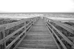 Strandpromenad till stranden Arkivbilder