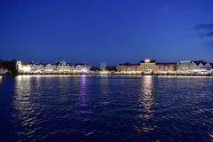 Strandpromenaden är charma går, utformat efter vänd på Atlanticet City, med restauranger, natten royaltyfria bilder