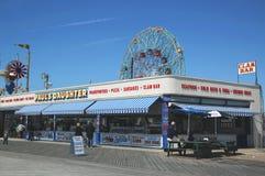 Strandpromenadrestaurang på Coney Island, New York Arkivbilder