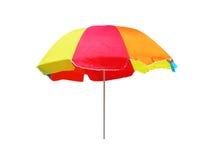 Strandregenschirm getrennt auf weißem Hintergrund Lizenzfreie Stockfotografie
