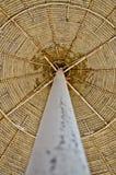 Strandregenschirmabstraktion Stockfotografie