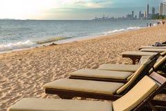 Strandsäng på havssikten för semester från Pattaya Thailand Royaltyfria Foton