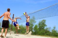 Strandsalve - Kampf am Netz Stockbilder