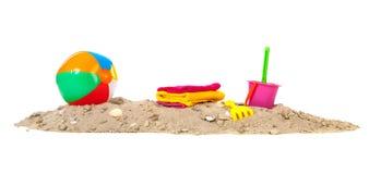 Strandsand mit Ball und Spielwaren Lizenzfreie Stockbilder