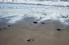 Strandsandwüste-Ozean Meereswellen Stockfotos