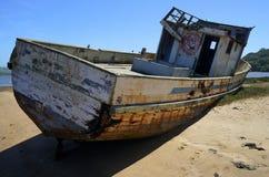 Strandsatt fartyg Arkivfoton