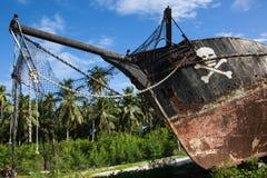 Strandsatt piratkopiera skeppet arkivfoton