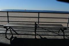 Strandscène door de Oceaan in Coney Island, Stock Afbeelding